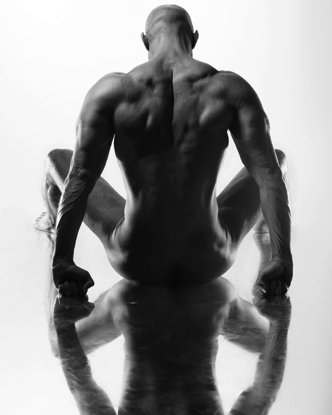 NudE RefleX, by Ivan Lerez ft Maik Cabello (NSFW).