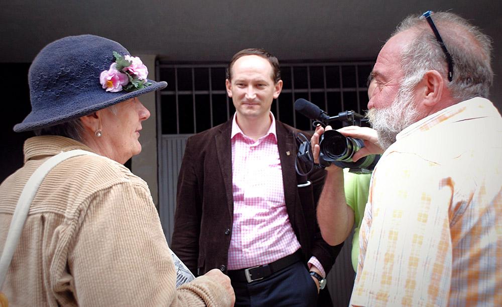 Зустріч Лесі Гонгадзе з відомим журналістом Олегом Панфіловим, який також фігурує у фільмі. Тбілісі, 13 вересня 2012 р.