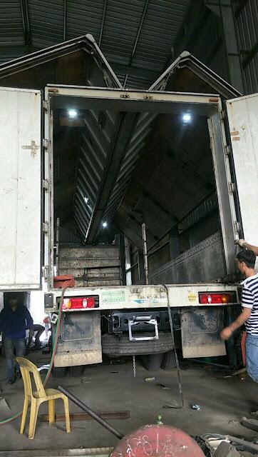 Đóng thùng cánh dơi xe tải