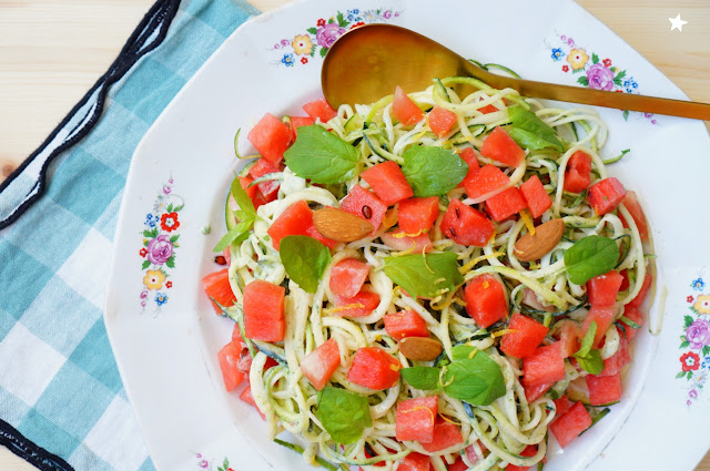 salade courgette spiraliseur sauce menthe amande cuisiner cru vitamines manger sain colorfood