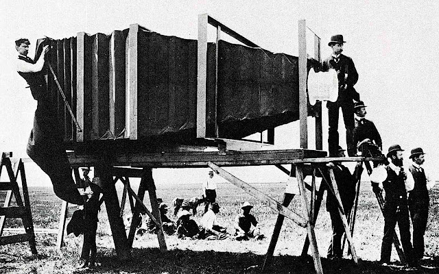the 1900 George R. Lawrence camera used film 8 feet by 4.5 feet, a photograph