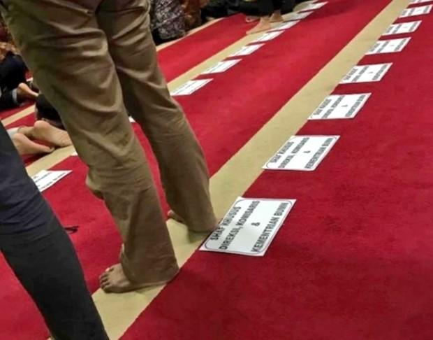 Viral Foto Saf Salat Ditandai Berdasarkan Jabatan, Ini Tanggapan Kementerian BUMN