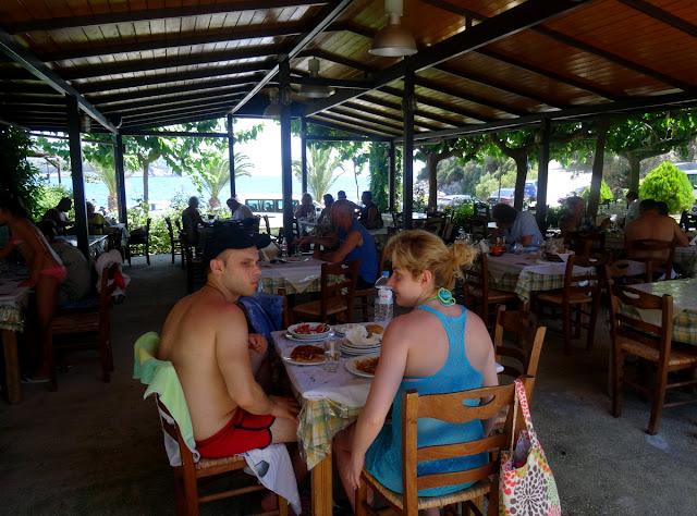 Akrogialia Beach Bar Taverna in Ammousso Beach