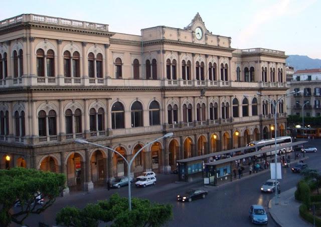 Estação central de Palermo na Itália