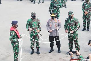 Panglima TNI dan Kapolri Lepas KRI SIM- 367 di Dermaga Batu Ampar Batam