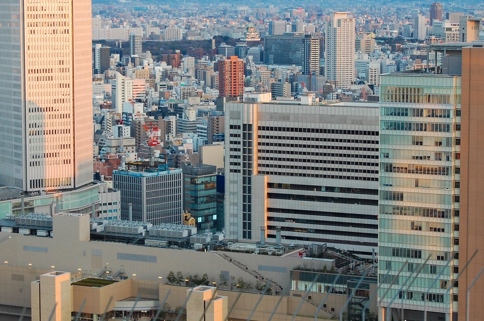 大阪の梅田の大阪城を含む市街の様子
