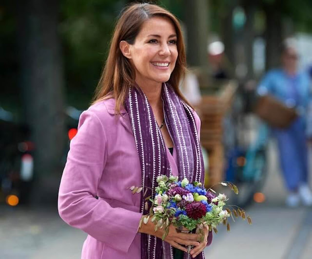 Princess Marie wore a new pink coat from Stine Goya, and ankle boots by UFO. She wore a necklace by Christine Hvelplund