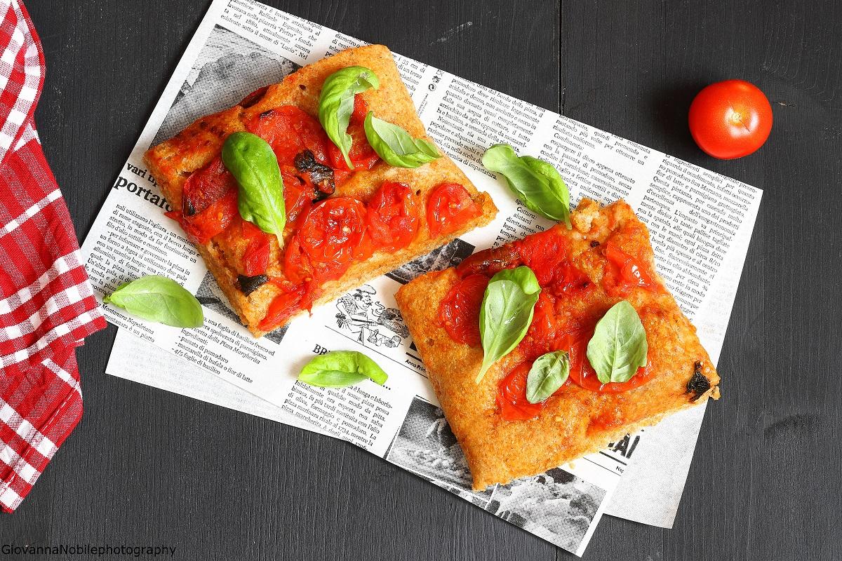 Pizza al filetto di pomodoro fresco e olio piccante