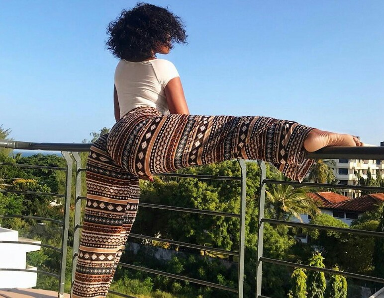 Sanchoka Split her Leg