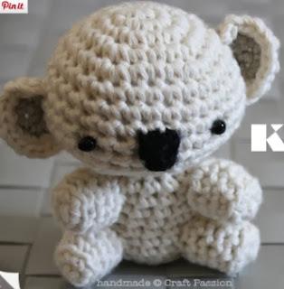 http://translate.google.es/translate?hl=es&sl=en&tl=es&u=http%3A%2F%2Fwww.craftpassion.com%2F2010%2F11%2Fcrochet-koala-bear-amigurumi-tutorial-pattern.html