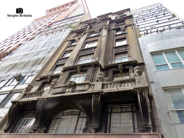 Perspectiva inferior da fachada do Edifício Stella Penteado - Centro - São Paulo