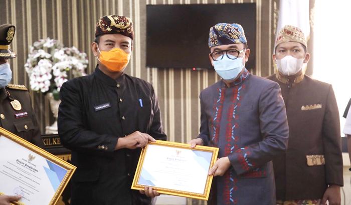 Dinilai Aktif Berpartisipasi Cegah Penyebaran Covid, Bupati Waykanan Beri Penghargaan