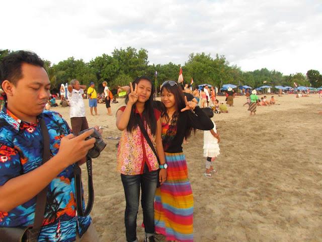 Serunya Liburan di Pantai Kuta Bali Bersama Keluarga