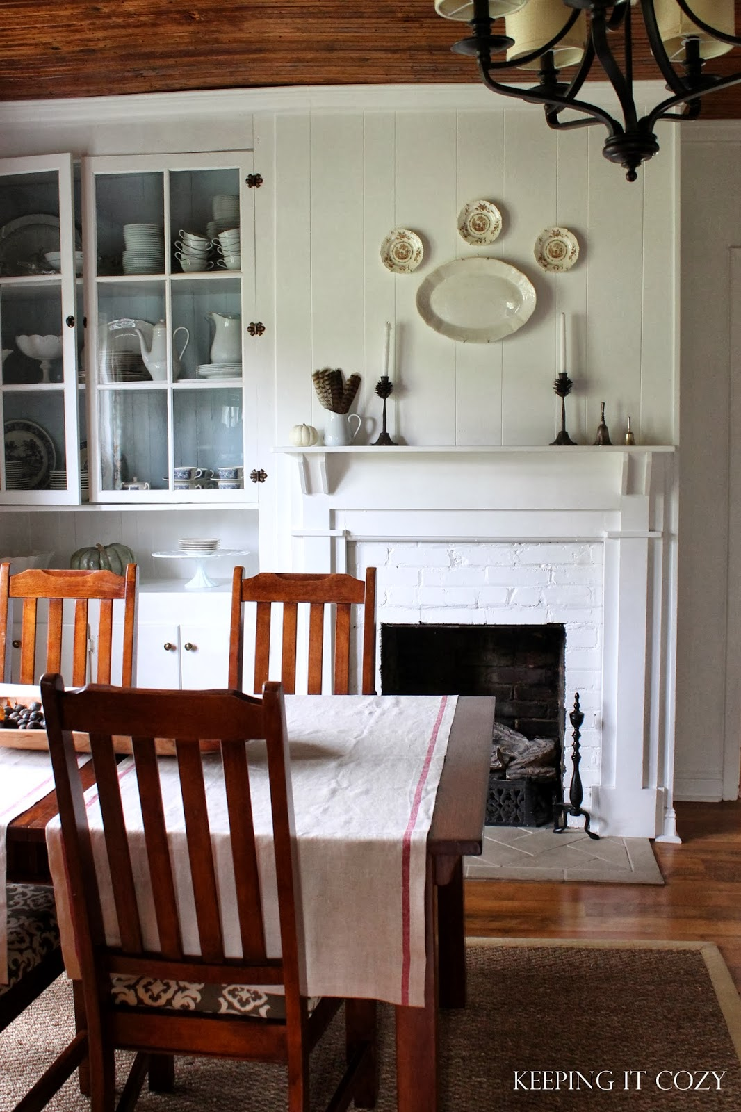 Keeping It Cozy: An Autumn Look In The Dining Room