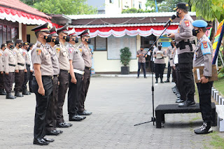 Pimpin Upacara Kenaikan Pangkat Personelnya, Ini Pesan Kapolres Pelabuhan Makassar