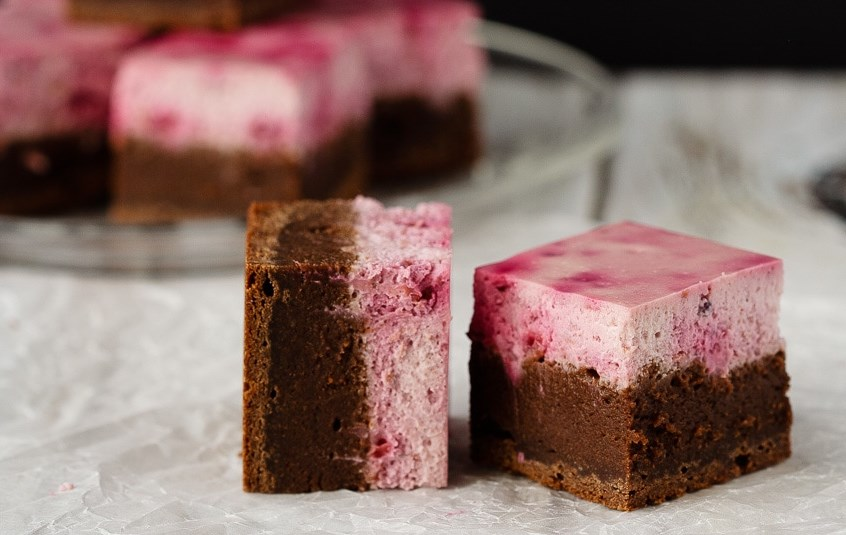 Raspberry Cheesecake Brownies #Valentine #Desserts