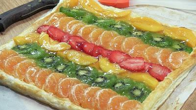 Banda de hojaldre con crema y frutas  tarta de frutas