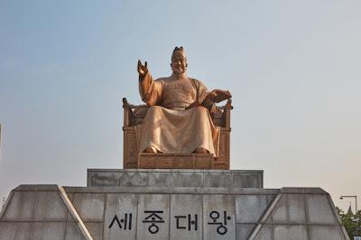 Estatua dedicada al rey Sejong en Seúl