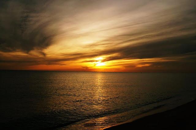 pantai cahaya bulan, matahari terbit