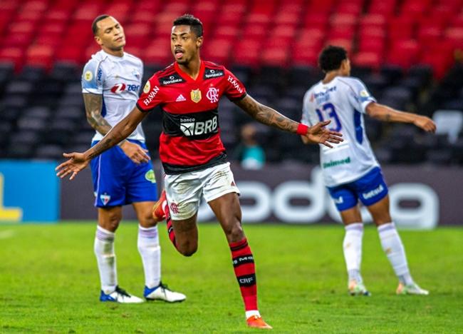 Flamengo bate Fortaleza no Maracanã