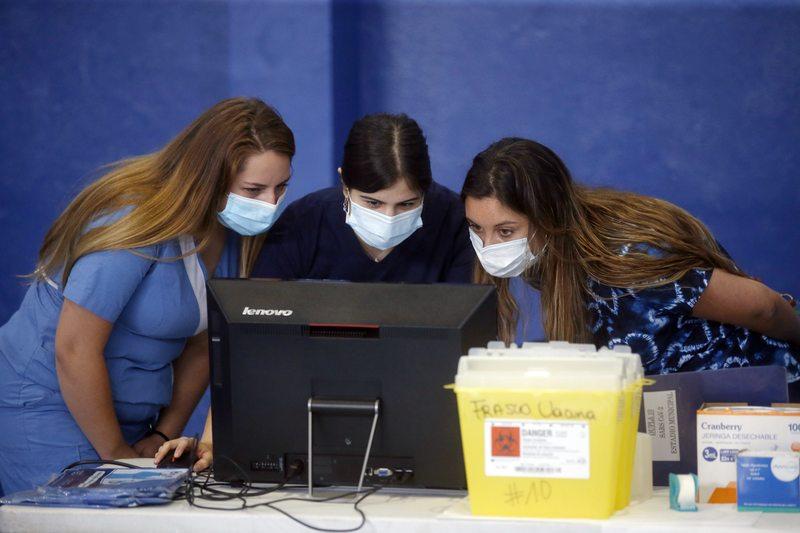 Buscan urgente a personal de salud para poner miles de vacunas