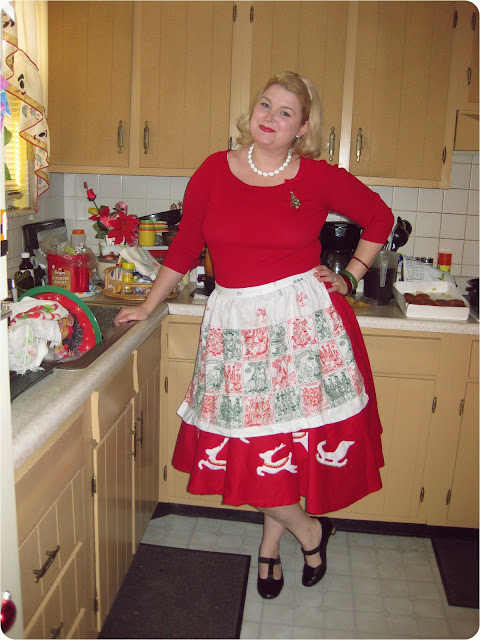 1950s novelty christmas reindeer circle skirt via va-Voom Vintage