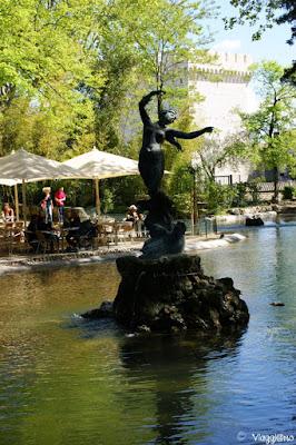 Una delle statue che decorano i giardini di Rocher des Doms ad Avignone