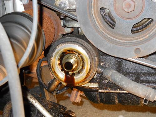 Wrenching That Car: VQ35DE (Nissan) Engine Oil Cooler Leak