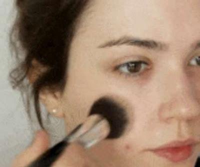 Tips Menghindari Jerawat Karena Make Up dan Kosmetik