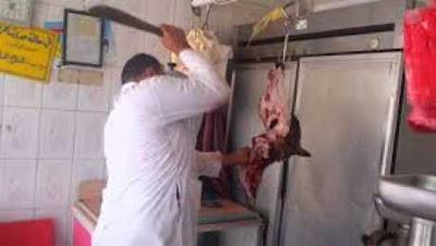فيديو مجرد من الانسانيه ..شاهد طحن البقر وهو حي وفرمه بشكل بشع ليباع بعدها لك وتاكله