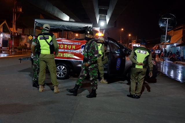 KodimKaranganyar - Anggota Kodim 0727 Karanganyar Bersama Satpol PP Melaksanakan Patroli Malam