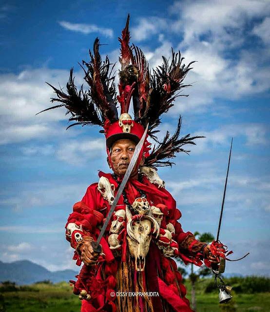 Pakaian khas prajurit perang Minahasa