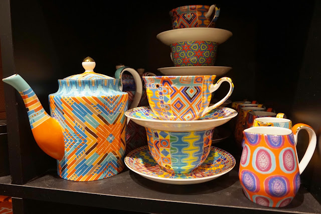 teapots and teacups from T2 Leeds Victoria Gate