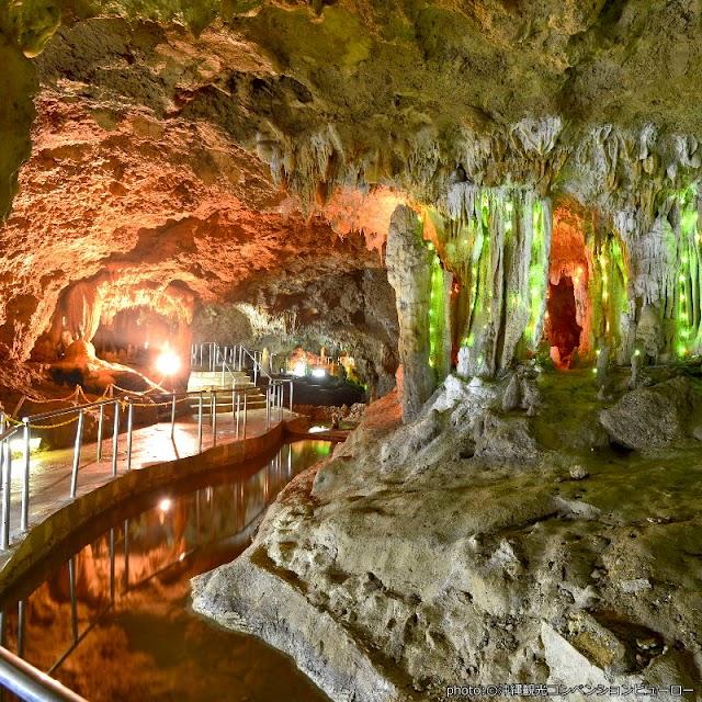 【石垣島鍾乳洞】20萬年滴水造石壯觀洞窟 七彩燈光點綴還有龍貓狀鐘乳石
