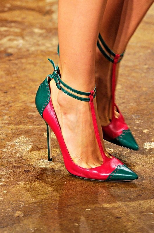 COLOUR COMBO: EMERALD GREEN & RED