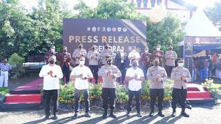 Wakapolda Sulsel Tinjau Gelora Vaksinasi Pelajar Yang Digelar Akpol 1998 Di SMKN 02 Makassar