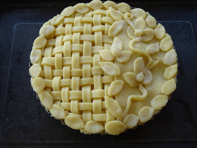 Pineapple & starfruit pie