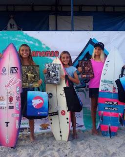 Atleta da Escola Municipal de Surf, Natália Gerena, comemorou a prata, em São Sebastião