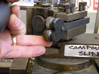 bagian tool post mesin bubut