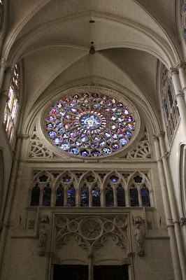 Luminoso interior de la catedral de Toledo