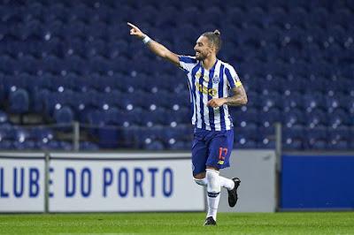 ÚLTIMO ATO? Pode ter sido o último jogo de Alex Telles no Porto. Obrigado por nada, rapaz (Getty Images)