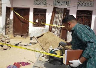 सिरफिरे आशिक ने प्रेमिका की मां, बेटी की हत्या कर शव घर में दफनाया  | #NayaSaberaNetwork
