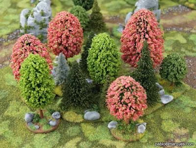 Bosque rosa y verde claro