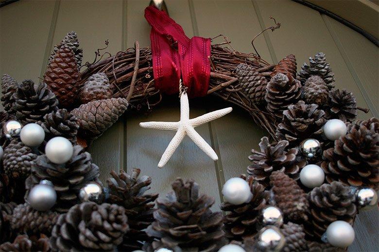 Decoración del hogar para Navidad: piñas secas