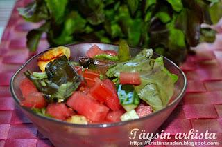 Meloni-halloumisalaatti
