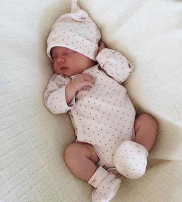 Recent newborn baby boy images and pictures collection. baby photos gallery images download HD baby pics wallpaper  for desktop and mobile For Beautiful awesome baby photography