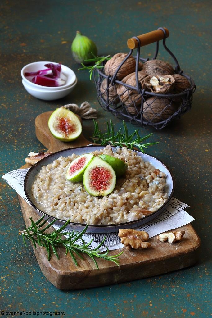 Risotto con gorgonzola, fichi, noci e rosmarino