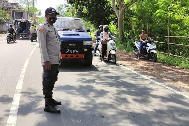 Truck adu jangkrik dengan Grand Max di Lombok Tengah