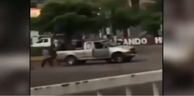 Video; Así fue como humillaron a Sicarios de El CJNG y de sus manos rescataron a El Kiro en Michoacán