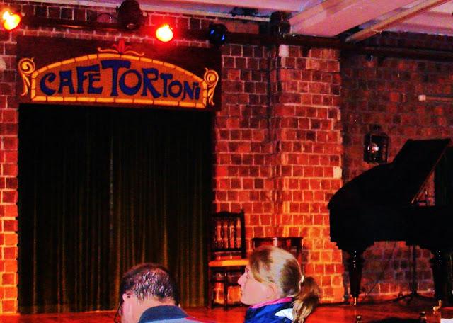Café Tortoni, famoso pelas apresentações de tango.